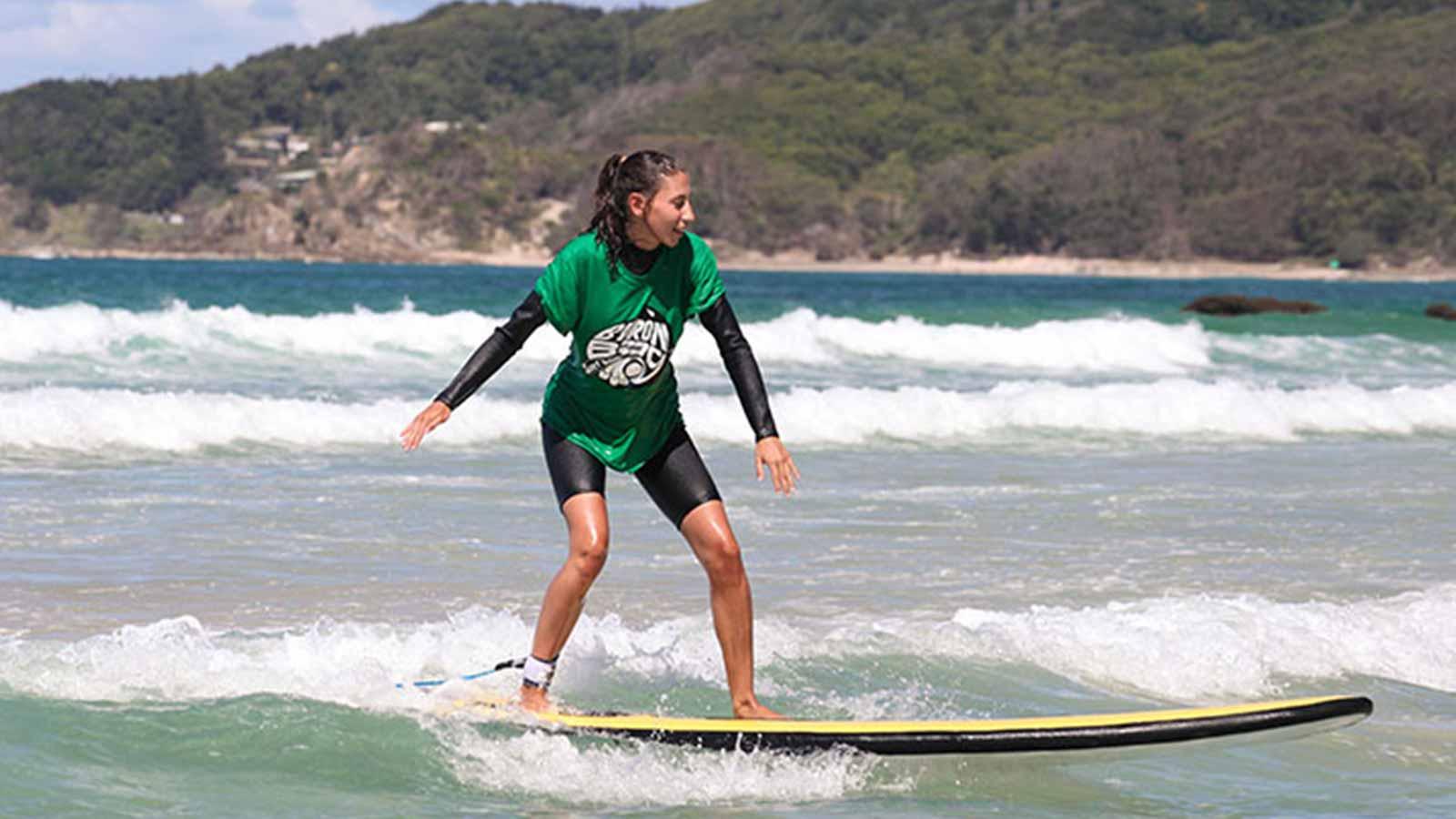 Solo surfer