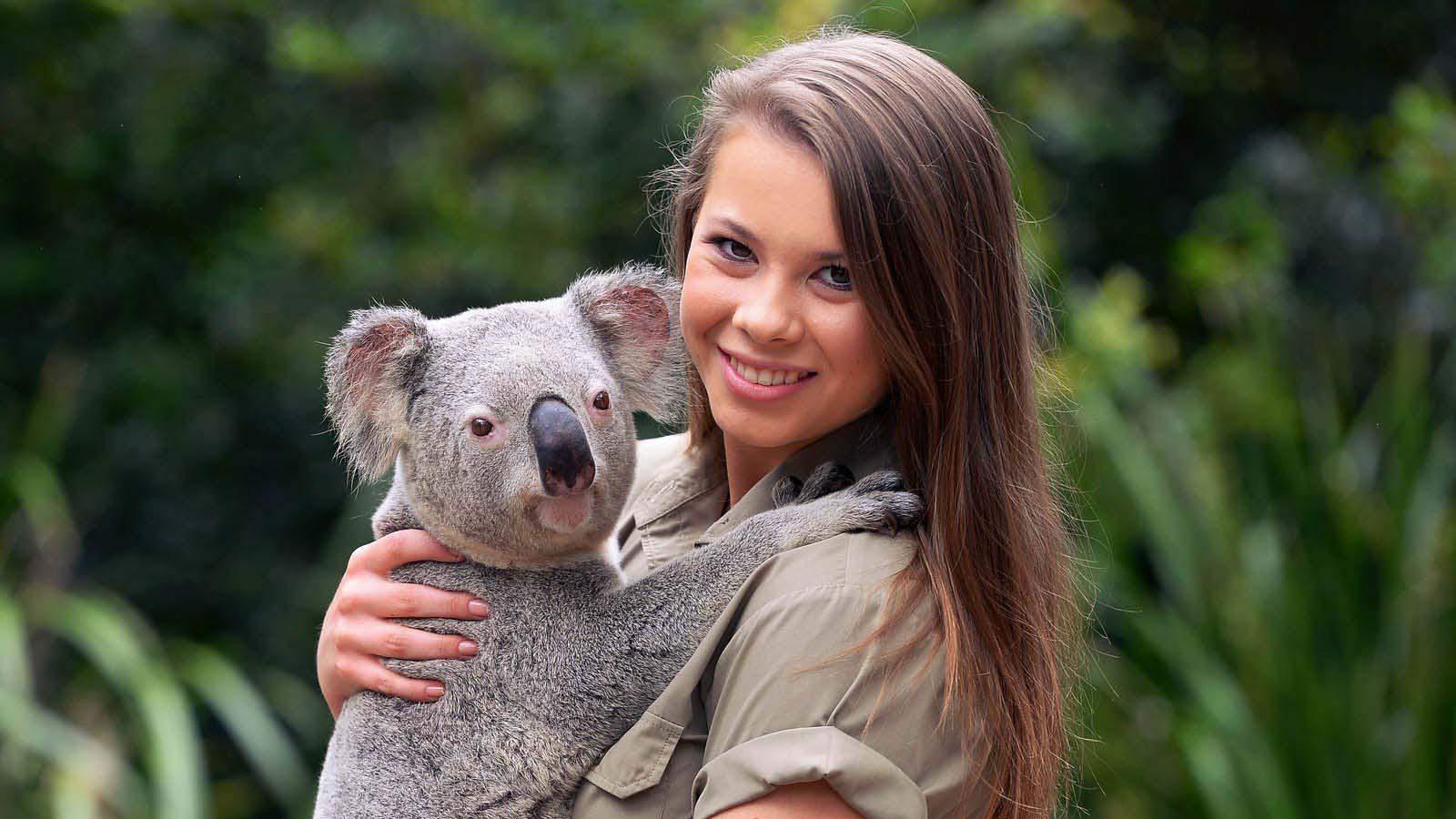 Bindi Irwin cuddling a Koala