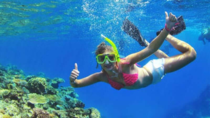 snorkeller thumbsup underwater