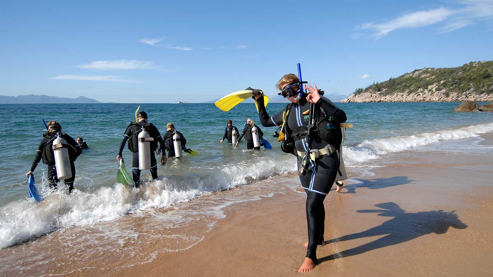 divers off magnetic island